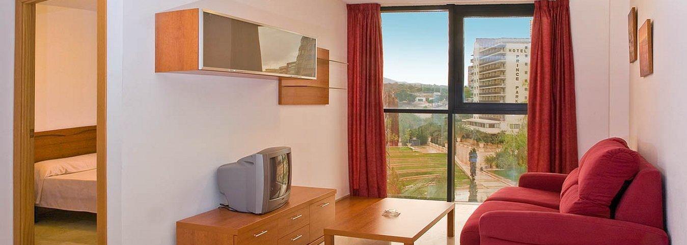 Salón independiente con vistas al parque de L'Aiguera - Magic Atrium Plaza Apartments